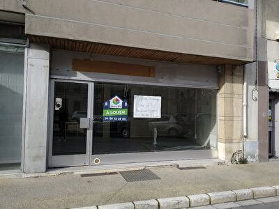 Local commercial Bagnols Sur Ceze 100 m2